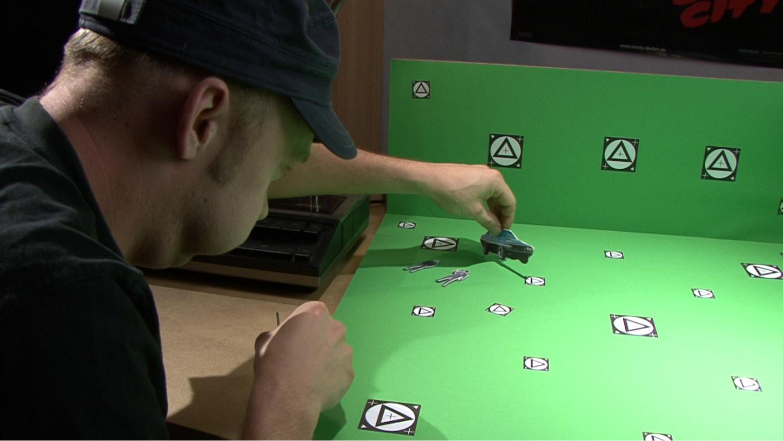 Gedreht wurde ein Greenscreen-Set, das später durch eine 3D-Animation ergänzt wurde