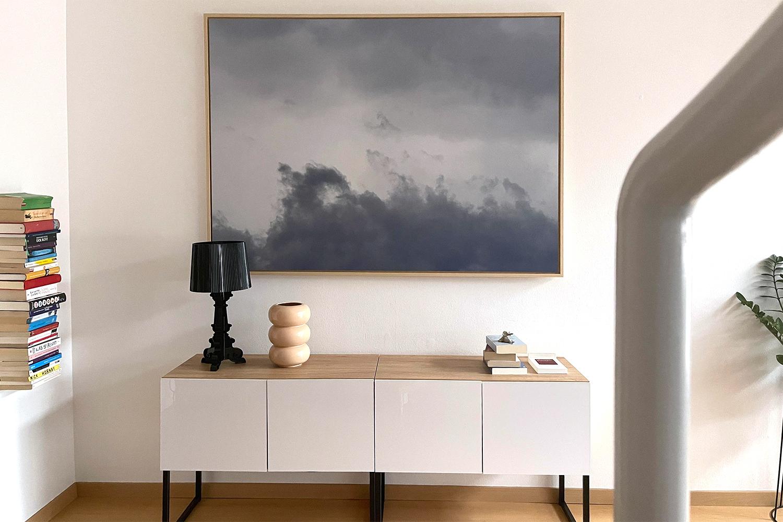 Ein Bild vergrößert an der Wand