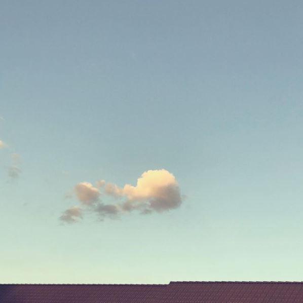 Wolke über Dächern
